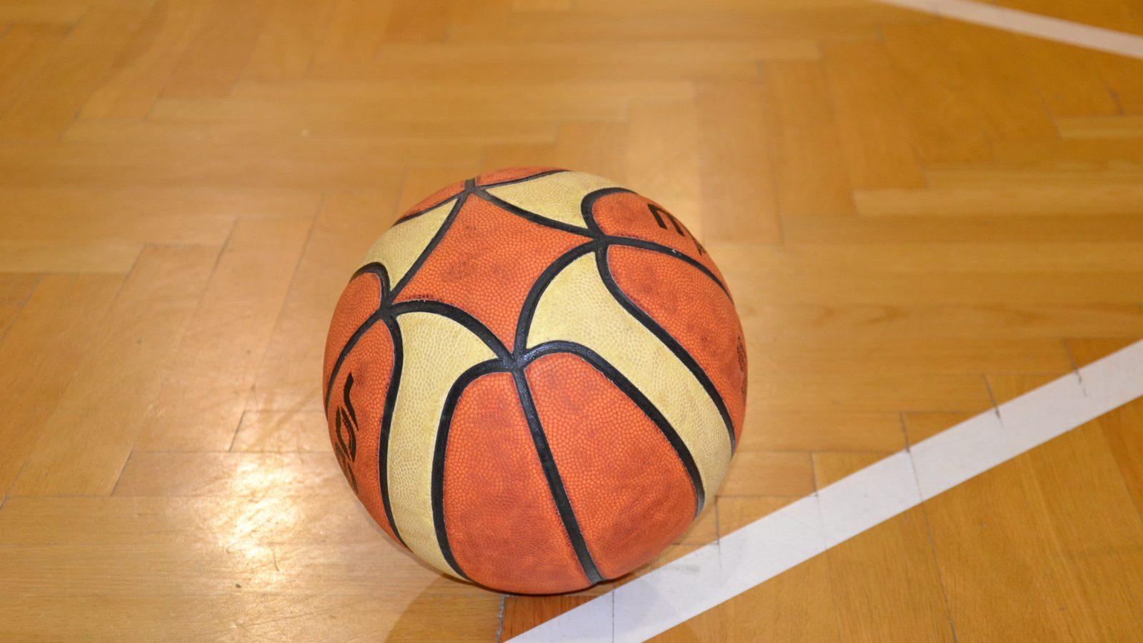 I Mikołajkowy turniej w koszykówce o puchar Dyrektora XXI LO
